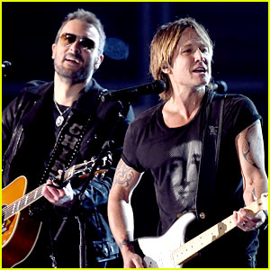 Keith Urban's Performance Opens ACM Awards 2015! (Video)