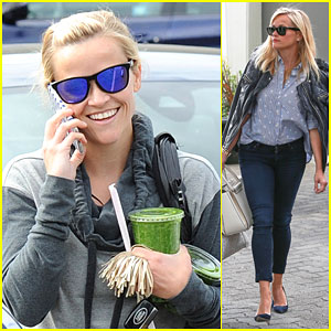 Reese Witherspoon Can't Stop Smiling on Morning Juice Run