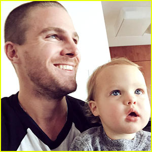 Stephen Amell Live Tweets 'Arrow' With Baby Mavi on His Lap!