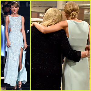 Taylor Swift & Mom Andrea Share Touching Backstage Moment at ACM Awards 2015