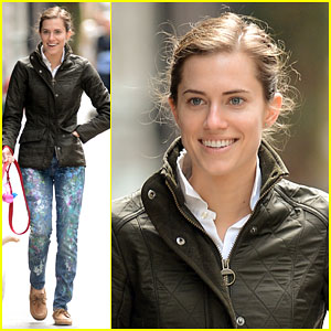 Allison Williams Does Her Best Nicki Minaj Impressions