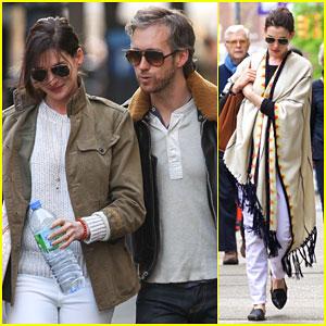 Anne Hathaway Enjoys a NYC Stroll With Adam Shulman