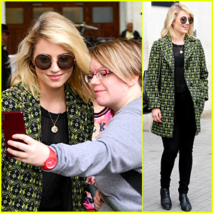 Dianna Agron Greets Her Fans Before Another Day at Work