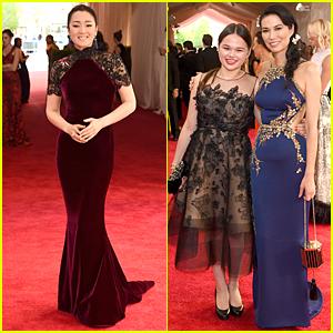 Gong Li & Wendi Murdoch Are Gorgeous Met Gala 2015 Co-Chairs