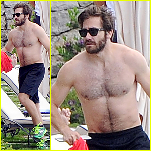 Jake Gyllenhaal Goes Shirtless During Italy Vacation With Greta Caruso
