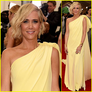 Kristen Wiig Channels Her Inner Goddess For Met Gala 2015
