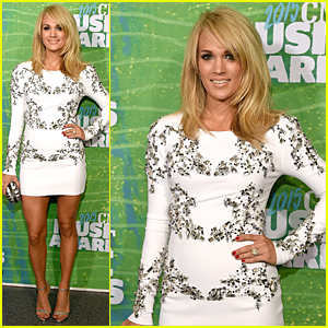 Carrie Underwood Flaunts Post-Baby Body at CMT Music Awards 2015 Red Carpet