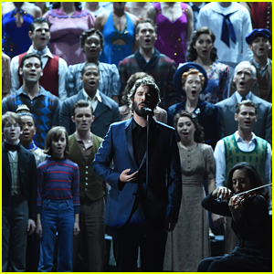 Josh Groban Performs Tony Awards 2015 In Memoriam with 175 Broadway Actors - Watch Now