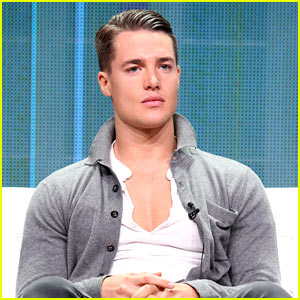 Last Kingdom's Alexander Dreymon Is Your New TV Star Crush