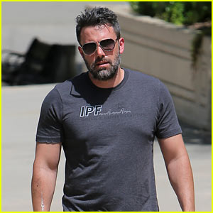 Ben Affleck to Direct & Star in Standalone 'Batman' Movie!