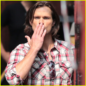 Jared Padalecki Blows Kisses at Fans on 'Supernatural' Set