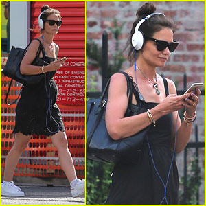 Katie Holmes Jet Sets Between NY & LA to Film 'Ray Donovan'