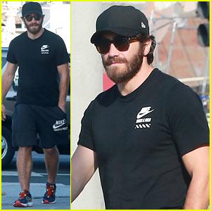 Jake Gyllenhaal Steps Out After False Susan Sarandon Rumor
