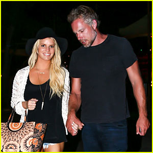 Jessica Simpson Gets Back Into Her Daisy Dukes!