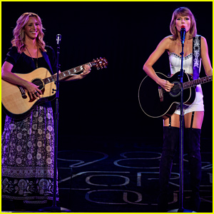 Taylor Swift & Lisa Kudrow Revive 'Smelly Cat' - W