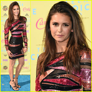 Nina Dobrev Gets Leggy for Teen Choice Awards 2015 Carpet