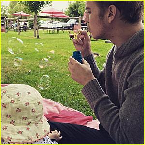 Hayden Christensen Blows Bubbles with Daughter Briar Rose!