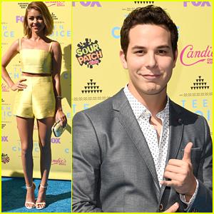 Skylar Astin & Sarah Hyland Present Together at Teen Choice Awards 2015