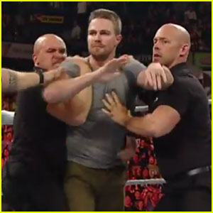 Watch Stephen Amell Run into the Ring on Monday Night RAW & Challenge Stardust to SummerSlam Match!