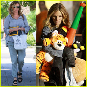 Julia Roberts Prepares for 'Mother's Day' On & Off Set