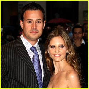 Sarah Michelle Gellar & Freddie Prinze Jr. Celebrate 13th Anniversary with Cute T