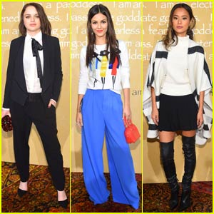 Joey King & Victoria Justice Step Out for 'Alice + Olivia' at NYFW