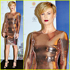 Charlize Theron's Golden Girl Outfit is Ridiculously Hot!