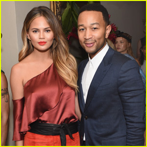 Chrissy Teigen Covers Up Tiny Baby Bump at CFDA & Vogue's Fashion Fund Show