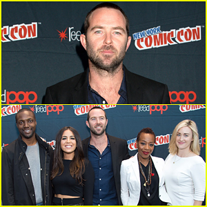 Sullivan Stapleton Celebrates Full-Season Order Of 'Blindspot' At NYC Comic-Con!