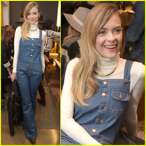 Jaime King Launches 'A Pea In The Pod' Maternity Holiday Line