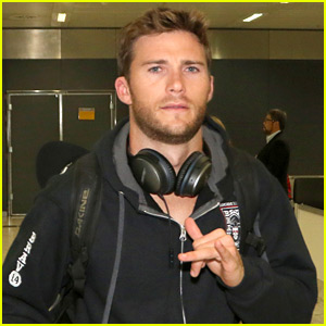 Scott Eastwood Dresses as Superman & Has a Mishap with His Cape!