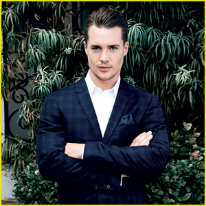 Last Kingdom's Alexander Dreymon Is 'Da' Swoonworthy 'Man'