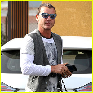Gavin Rossdale Steps Out Solo to Run Weekend Errands