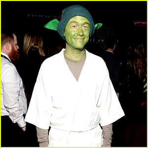 Joseph Gordon-Levitt Dresses as Yoda at 'Star Wars' Premiere!