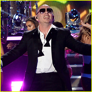 Pitbull Opens New Year's Eve Show with a Big Medley! (Video)