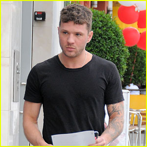 Ryan Phillippe Takes a Trip to Aspen for the First Time!