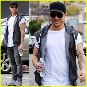 Ryan Phillippe Flashes a Smile While Running Errands