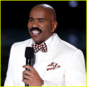 Steve Harvey Jokes About His Miss Universe Flub on Christmas