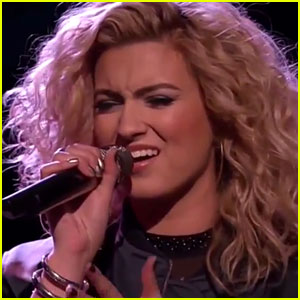 Tori Kelly Performs 'Hollow' with Jeffrey Austin on 'The Voice'