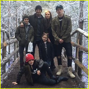 Victoria Beckham Posts Christmas Family Photo