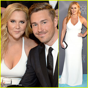 Amy Schumer & Boyfriend Ben Hanisch Are One Hot Couple at Critics' Choice Awards 2016!