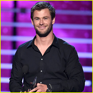Chris Hemsworth Wins Favorite Action Movie Actor at People's Choice Awards 2016!