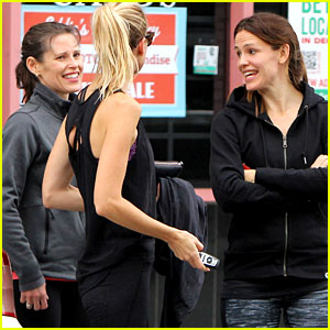 Jennifer Garner Spends Weekend with Lookalike Sister Melissa!