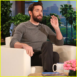 John Krasinski Talks About Sitting at Leonardo DiCaprio's Golden Globes Table (Video)
