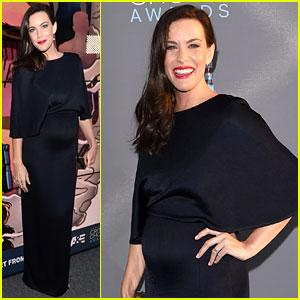 Pregnant Liv Tyler Puts Baby Bump on Display at Critics' Choice Awards 2016!