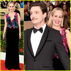 Sarah Paulson & Pedro Pascal Have Fun on the SAG Awards 2016 Red Carpet!