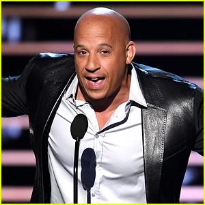 Vin Diesel Sings 'See You Again' Live at People's Choice Awards 2016! (Video)