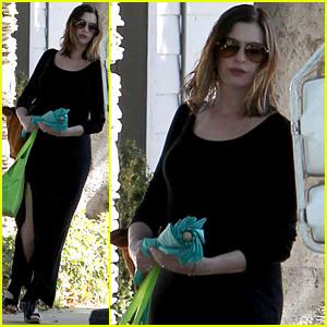 Pregnant Anne Hathaway Debuts New Blonder Hair!