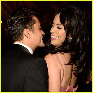 Katy Perry & Orlando Bloom Flaunt Lots of PDA in Hawaii (Video)
