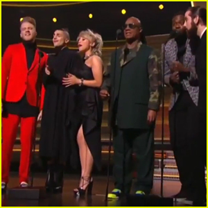 Stevie Wonder & Pentatonix Sing Earth Wind & Fire Song For Maurice White Tribute
